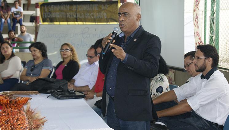 """""""Nenhuma escola a menos"""" é tema central do seminário contra o fechamento de escolas no campo realizado em Castanhal"""